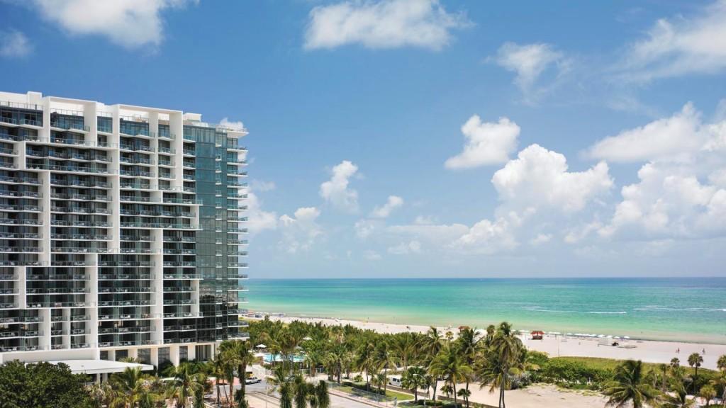 Fachada do moderno e luxuoso W South Beach